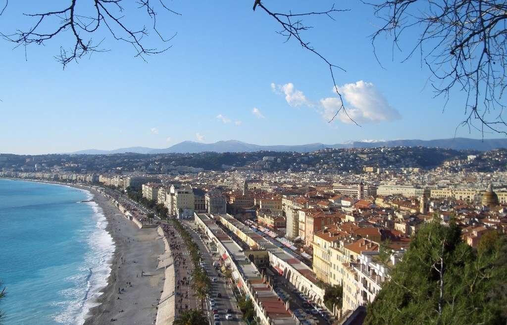 Investissement location meublée Nice : où se lancer ?